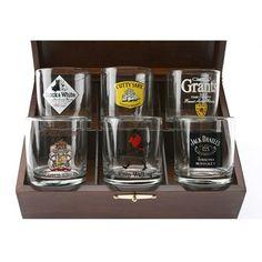 Conj. de 6 copos de whisky, decorados com as grandes marcas. Em estojo de madeira.-R$89.90