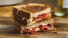 Grilled cheese au chorizo et aux poivrons grillés | Mordu Chorizo, Valeur Nutritive, Saveur, Vegetable Recipes, Hamburger, Bacon, Grilling, Sandwiches, Lunch