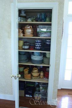 Dish closet