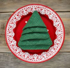 A Christmas decoration with a napkin 🎄