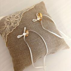 Elegant coussin à alliances en lin et dentelle : Presentoir, boîtes par…