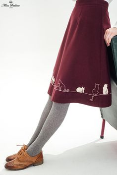 Oxford shoes Feline Fling Skirt (Burgundy) - Miss Patina - Vintage Inspired Fashion Fall Tights, Cute Tights, Dress With Tights, Grey Tights, Retro Mode, Mode Vintage, Vintage Shoes, Vintage Inspired Fashion, Vintage Fashion