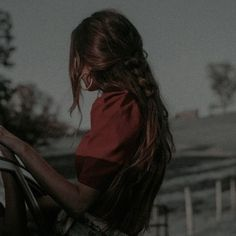 Aesthetic Images, Red Aesthetic, Character Aesthetic, Aesthetic Vintage, Aesthetic Photo, Horse Girl Photography, Photography Poses, Brunette Aesthetic, Chica Dark