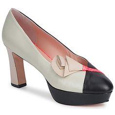 Ya no podrás separarte de tus zapatos de tacón #Origami firmados por #Minna #Parikka. La combinación del corte en piel y de su color negro convierte este modelo en un indispensable. Con un tacón de 8 cms y una suela en cuero, este zapato de tacón es el accesorio que esperábamos La marca prefiere utilizar un forro en cuero y una plantilla en cuero. #zapatos #tacon #mujer #spartoo