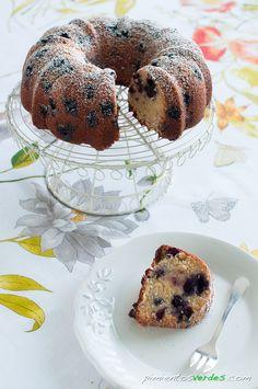Ya tenía yo ganas de estrenar mi molde de bundt cake!! Bueno, de hecho, ya lo estrené hace unos días con un red velvet bundt cake que no he colgado porque creo que la receta es mejorable… per…