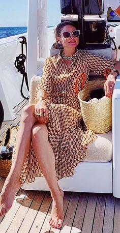Who made Olivia Palermo's brown print dress and white cat sunglasses? - Who made Olivia Palermo's brown print dress and white cat sunglasses? Olivia Palermo Outfit, Estilo Olivia Palermo, Olivia Palermo Lookbook, Olivia Palermo Style, Cat Sunglasses, Rachel Bilson, Zara Dresses, Kind Mode, Celebrity Style