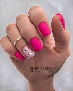 Square nails are the basic shape of classical French nails. This shape of nails is straight on both sides, sharp edges, suitable for more powerful women. Square nails are suitable for nails with longer nails and larger nail beds. They can narrow the Matte Pink Nails, Pink Acrylic Nails, Short Pink Nails, Matte Nail Art, Love Nails, Pretty Nails, My Nails, Diy Ongles, Nagel Blog