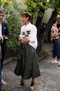 Look Street Style, Street Chic, Street Fashion, Modern Street Style, Paris Street, Nyfw Street, London Fashion, Skirt Fashion, Fashion Outfits