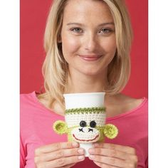 Really need to learn to knit now .Brighten up your morning coffee with a grinning sock monkey cup cozy! This cozy that stretch to fit the cup, making this a great little gift for your favorite coffee fan. Shown in Patons Classic Wool. Crochet Coffee Cozy, Crochet Cozy, Crochet Gifts, Crochet Yarn, Free Crochet, Crochet Monkey, Knitting Patterns Free, Crochet Patterns, Free Pattern