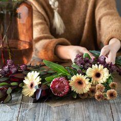 Lag din egen drømmebukett, besøk din nærmeste Mester Grønn.💐 Aesthetic Backgrounds, Flower Arrangements, Creative, Flowers, Gardening, Autumn, Baking, Home Decor, Floral Arrangements