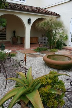 Landscape Spanish Style Garage Door Design, Pictures, Remodel, Decor and Ideas - page 3 Spanish Patio, Spanish Courtyard, Spanish Garden, Spanish Style Homes, Spanish House, Patio Design, Garden Design, Courtyard Design, Front Courtyard