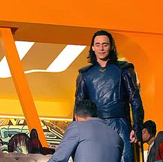 And though she be but little, she is fierce! — Tom Hiddleston on set as Loki in Thor: Ragnarok Loki Avengers, Avengers Memes, Loki Thor, Loki Laufeyson, Marvel Avengers, Marvel Comics, Loki Gif, Thomas William Hiddleston, Tom Hiddleston Loki