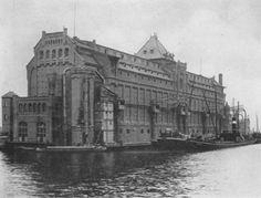 Graansilo in bedrijf, gebouwd voor J.P. Korthals Altes door J.F. Klinkhamer en A.L. van Gendt in 1897-99 aan de Westerdoksdijk 52, zoals afgebeeld in de gemeentelijke publicatie The Port of Amsterdam uit 1919 (foto RDMZ).