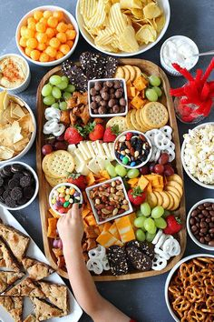 a Sweet and Salty Snack Board for your next party. The perfect snacks for e Make a Sweet and Salty Snack Board for your next party. The perfect snacks for e. Make a Sweet and Salty Snack Board for your next party. The perfect snacks for e. Snacks Für Party, Appetizers For Party, Appetizer Recipes, Party Trays, Party Platters, Snack Trays, Easy Snacks For Party, Food For Parties, Birthday Party Food For Kids