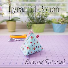 pyramid pouch sewing tutorial, zipper bag free sewing pattern, how to sew a zipper bag, triangle bag sewing pattern