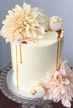 small wedding cakes Small Wedding Cakes With Big Style small wedding cakes drip wedding cake oonascakes