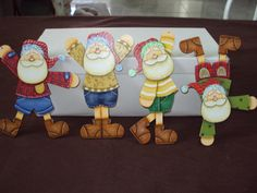 All Holidays, Holidays And Events, Christmas Holidays, Christmas Ornaments, Christmas Ideas, Pintura Country, Natal Country, Country Paintings, Wooden Ornaments