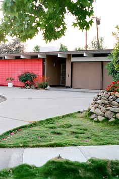 Eichler home - Orange California. You either love them or hate them,