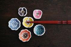 A virtual hashioki bouquet Japanese Porcelain, Japanese Ceramics, Japanese Pottery, Ceramic Spoons, Ceramic Tableware, Ceramic Art, Chopstick Holder, Chopstick Rest, Hand Painted Ceramics