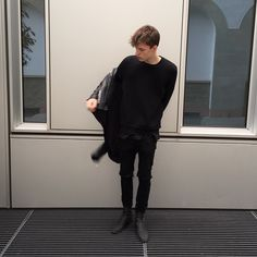 Hey I'm Caspar and I'm 21 years old. I'm not really a people person and I'm really to busy to make new friends.Toby is my younger sister but i havent seen her for awhile.
