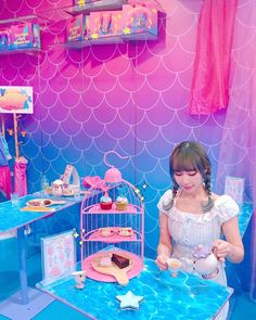 Sip a drink 'under the sea' (Mermaid cafe in Bangkok, Thailand). Rustic Coffee Shop, Rustic Cafe, Unicorn Cafe, Unicorn Foods, Mermaid Room, Cute Room Decor, Cute Desserts, Cafe Shop, Diy Skin Care