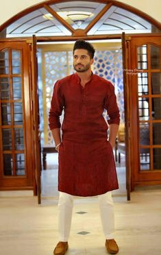 Check the best men kurta designs and shalwar Kameez styles 2020 from top Pakistani Men kurta brands. Don't forget to miss this hot Kurta list this summer. Mens Indian Wear, Mens Ethnic Wear, Indian Groom Wear, Indian Men Fashion, Mens Fashion Suits, Men's Fashion, Wedding Kurta For Men, Wedding Dresses Men Indian, Wedding Dress Men