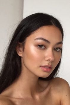 Classic model runway makeup look - - Classic model runway makeup look Beauty Makeup Hacks Ideas Wedding Makeup Looks for Women Makeup Tips Pr. Runway Makeup, Beauty Makeup, Hair Beauty, Glowy Makeup, Tan Skin Makeup, Monolid Makeup, Beauty Magic, Bronze Makeup, Highlighter Makeup