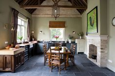 Farmhouse Kitchen by Hill Farm Furniture Ltd