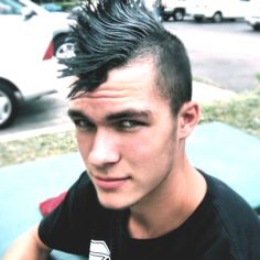 Mohawk Hairstyles For Men. Among the many hairstyles that have been a favorite of the men, the Mohawk hairstyle is one that is known for its totally different flavor. Mohawk Hairstyles Men, Haircuts For Men, Mohawk For Men, Punk Fashion, Modern Fashion, About Hair, Cool Eyes, Cute Guys, Sexy Men