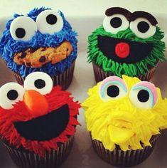 Sesame Street cupcakes + street sign with Ricky's name. On cupcake tower. Elmo Cupcakes, Cookie Monster Cupcakes, Birthday Cupcakes, Cupcake Cookies, 2nd Birthday, Cupcake Cupcake, Big Bird Cupcakes, Birthday Ideas, Giant Cupcake Cakes