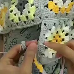 Oh my goodness, such beautiful work 😍😍😍😍💋💋💋💋💋💋. Joining Crochet Squares, Crochet Square Patterns, Crochet Blocks, Crochet Blanket Patterns, Crochet Stitches, Knitting Patterns, Crochet Cross, Filet Crochet, Diy Crochet
