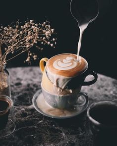 Props to @alexetiawan_ . . . . . #darkfoodphoto #darkcoffee #latteart #spill #spilledcoffee #rennaissance #pour #coffeemugs #coffeecommunity #cultureofcoffee