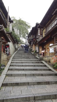 Dating back to Imperial times, Sannenzaka and Ninenzaka streets are two of the oldest and most atmospheric streets in Kyoto, paved with flagstone and crowded with traditional wooden storefronts, tea houses and restaurants