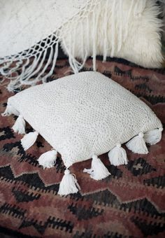 Gorgeous simple tasseled crochet cushion case - a gorgeous cushion for any room decorated in creamy/white/beige/earthy tones, and because its so neutral