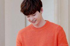 "160502 Lee Jong Suk IG update ""여전히 부끄럼 많이 타는 이종석(28세)."""