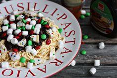Buddy the Elf Spaghetti CUPCAKES!  :)  @Vintage Tikitacky