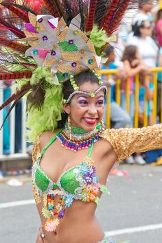 Desfile de Silleteros Samba, Captain Hat, Hats, Style, Fashion, Mardi Gras, Moda, Hat, La Mode
