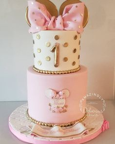 Birthday Drip Cake, 2nd Birthday Party For Girl, Baby Birthday Cakes, Birthday Ideas, Minnie Mouse Cake Design, Minnie Mouse Birthday Decorations, Minnie Mouse First Birthday, Beautiful Birthday Cakes, Baby Shower