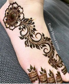 What is a Henna Tattoo? Henna tattoos are becoming very popular, but what precisely are they? Leg Henna Designs, Finger Henna Designs, Legs Mehndi Design, Mehndi Designs For Beginners, Modern Mehndi Designs, Mehndi Designs For Fingers, Mehndi Design Pictures, Mehndi Designs For Hands, Henna Tattoo Designs
