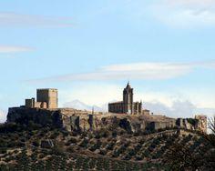 """#Jaén - Alcalá la Real / Coordenadas GPS: 37º 27' 43"""" - 3º 57' 40"""" / 37.461944, -3.961111  Localidad situada a unos 75 km. de Jaén capital, en el centro de un círculo montañoso, a unos 900 m. de altitud. Su población alcanza los 25.000 habitantes. Según los últimos estudios, las primeras ocupaciones en las cercanías de Alcalá la Real se debieron producir hacia el V milenio a.C., como demuestra la existencia de cuevas cercanas de otras localidades (Zuheros, Castillo de Locubín)."""