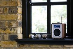 gallery : Ruark Audio R1 deluxe tabletop radio