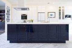 キッチンハウス/オーダーキッチン/オープンキッチン/アイランドキッチン/ゆとりある空間 /インテリア/デザイン/框/框扉 Double Vanity, Kitchen Cabinets, Bathroom, Home Decor, Kitchens, Washroom, Decoration Home, Room Decor, Kitchen Base Cabinets