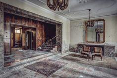 The World Grandest Abandoned Hotels – Fubiz™ Thomas Windisch, a sillonné le continent européen en visitant plus d'une centaine d'hôtels abandonnés