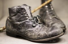 "Original ""Tramp"" boots ref Located at ""Chaplin World"" Geneva Charlie Chaplin Costume, Charlie Chaplin Movies, Chaplin Film, Charles Spencer Chaplin, Old Boots, Engineer Boots, Street Dance, Combat Boots, Men's Shoes"