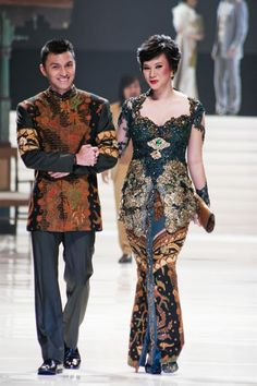 Anne Avantie Kebaya Wedding Dress Bride and Groom