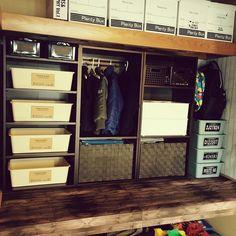 目から鱗の「押入れ収納」みんなのテクニック集 子供服もスッキリ!   Linomy[リノミー] Route 66, Muji, House Layouts, Lockers, Locker Storage, Diy And Crafts, Interior, Closet, Furniture
