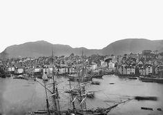 Parti fra Valkendorfstaarnet mod Strandsiden i Bergen fra marcus. Bergen, Paris Skyline, Ship, Travel, Voyage, Trips, Traveling, Destinations, Yachts