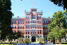 Clark University MBA program offers application in accounting, expanded Accounting, Finance, General management, Information Management and Business analytics, Marketing, Social change, and Sustainability.Accredited by AACSB International and recognized by The Princeton Review as a Best Business School.The Graduate School of Management  offers