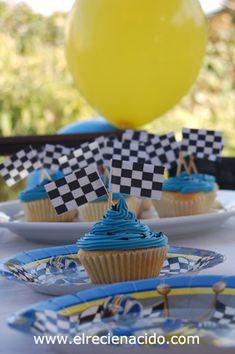 boy brithday party, chocolate, racing  Fiesta de cumplaños de niño cupcakes de carreras de coches, globos