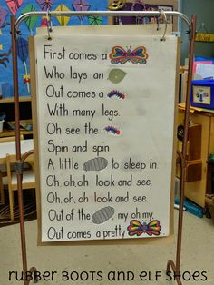 rubberboots and elf shoes: butterfly poem – free printable To the tune of up on … - Everything About Kindergarten Kindergarten Poems, Preschool Songs, Preschool Science, Kindergarten Classroom, Spring Songs For Preschool, Preschool Bug Theme, Eyfs Classroom, Outdoor Classroom, Preschool Curriculum